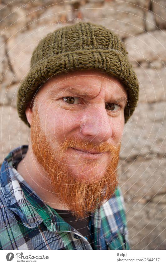 Porträt eines Hipster-Typs, der ein dummes Gesicht macht. Haare & Frisuren Mensch Junge Mann Erwachsene rothaarig Vollbart außergewöhnlich modern niedlich
