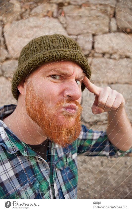 Porträt eines Hipster-Typs, der ein dummes Gesicht macht. Haare & Frisuren Mensch Junge Mann Erwachsene rothaarig Vollbart außergewöhnlich lustig modern