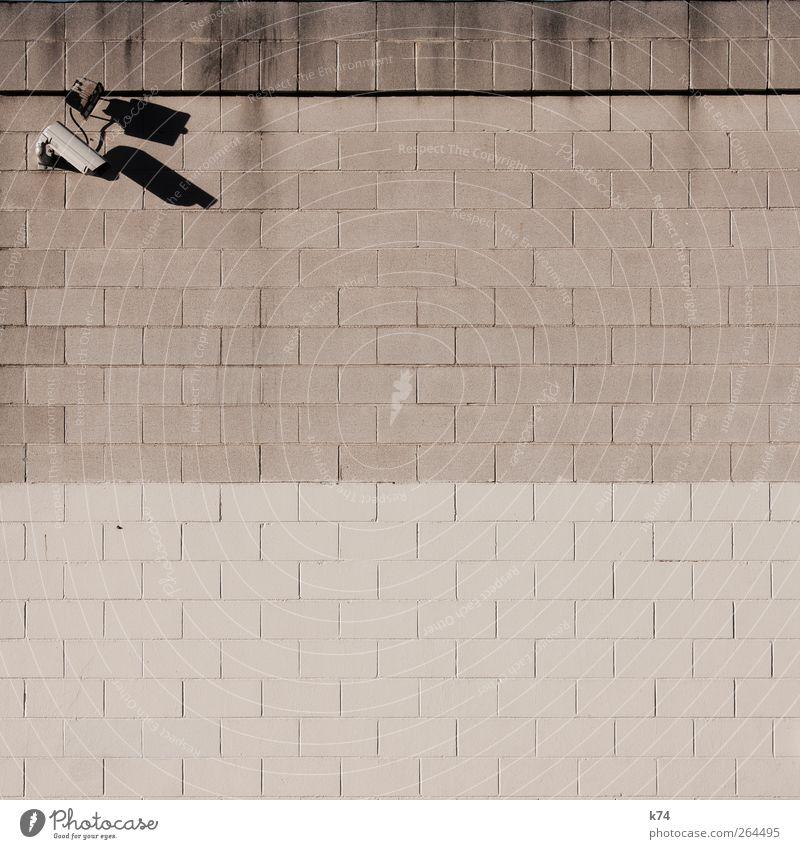 bewachter textfreiraum Stadt kalt Wand grau Mauer Hintergrundbild Angst gefährlich bedrohlich beobachten einfach Wachsamkeit Videokamera Kontrolle Scheinwerfer