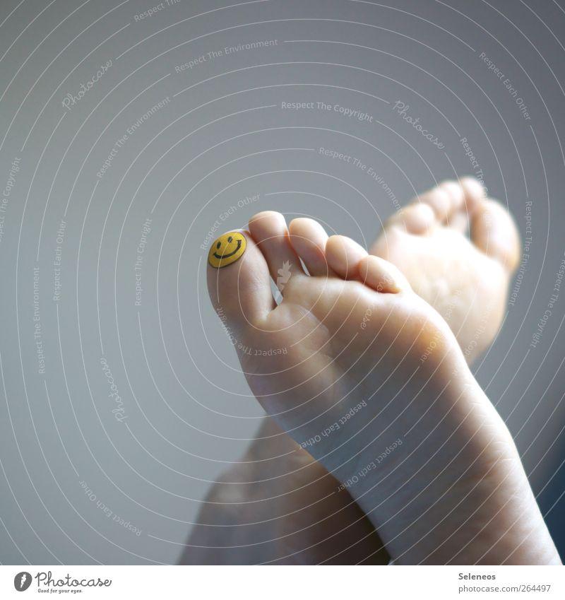 happy feet Mensch Körper Haut Fuß Zehen 1 Zeichen Smiley frei Freundlichkeit Fröhlichkeit frisch nackt Freude Glück Zufriedenheit Lebensfreude bemalt Tattoo