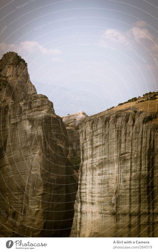 massivst Umwelt Natur Landschaft Urelemente Erde Himmel Wolken Sommer Schönes Wetter Hügel Felsen Berge u. Gebirge alt authentisch außergewöhnlich Bekanntheit