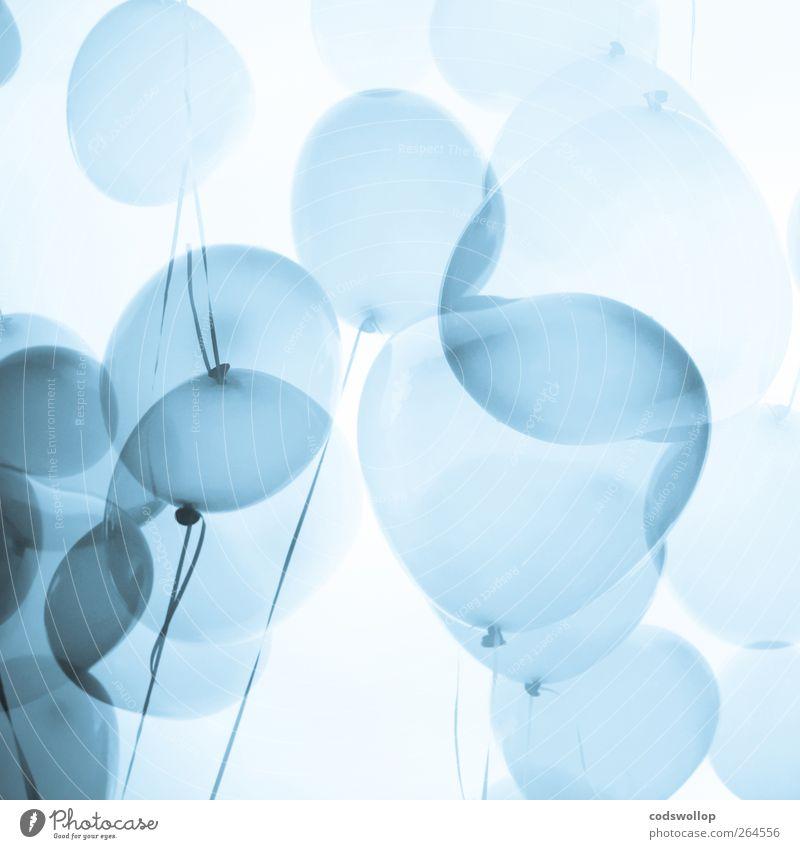 tangled up in blue Lifestyle Stil Glück Party Veranstaltung Valentinstag Luftballon Herz oben blau weiß Liebe Romantik ruhig ästhetisch Doppelbelichtung