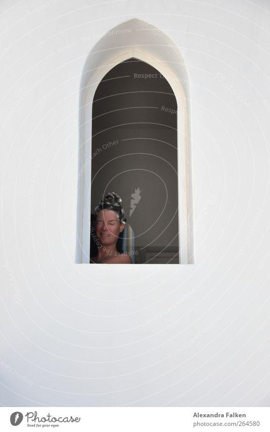 Frau duscht. Mensch Frau Ferien & Urlaub & Reisen schön Erwachsene Fenster feminin Leben Haare & Frisuren Schwimmen & Baden Körper Reinigen Sauberkeit Wellness Wohlgefühl Körperpflege