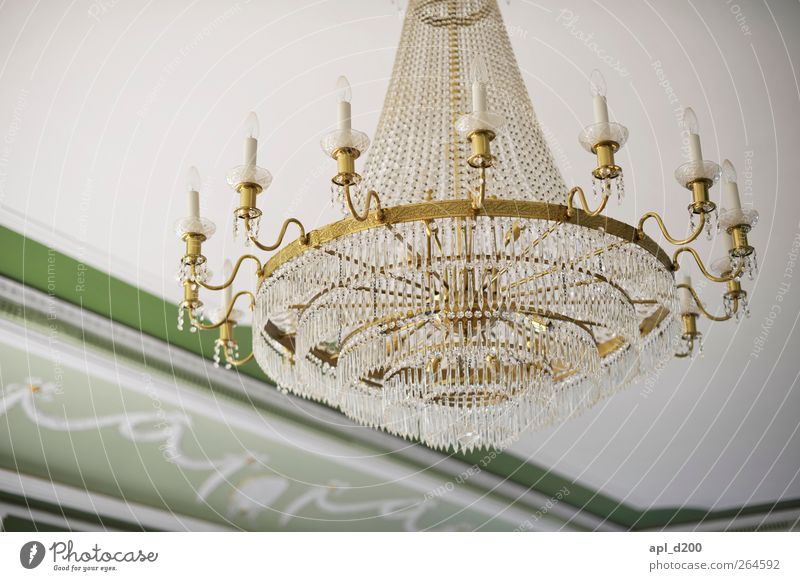 Leuchte alt weiß grün gelb Lampe Innenarchitektur Wohnung Kraft Zufriedenheit elegant ästhetisch authentisch Macht Burg oder Schloss hängen Palast