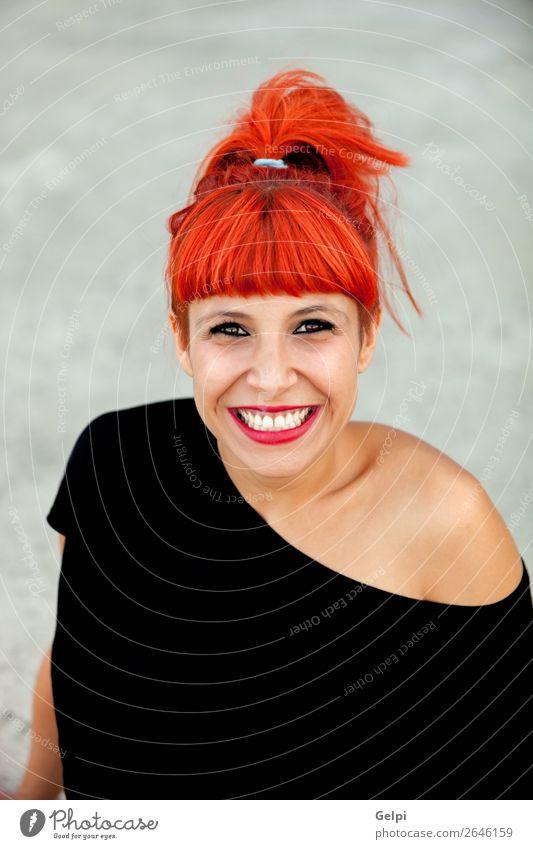 Porträt einer hübschen rothaarigen Frau Lifestyle Stil Freude Glück schön Haare & Frisuren Gesicht Wellness Sommer Mensch Erwachsene Mode Zopf Lächeln Coolness