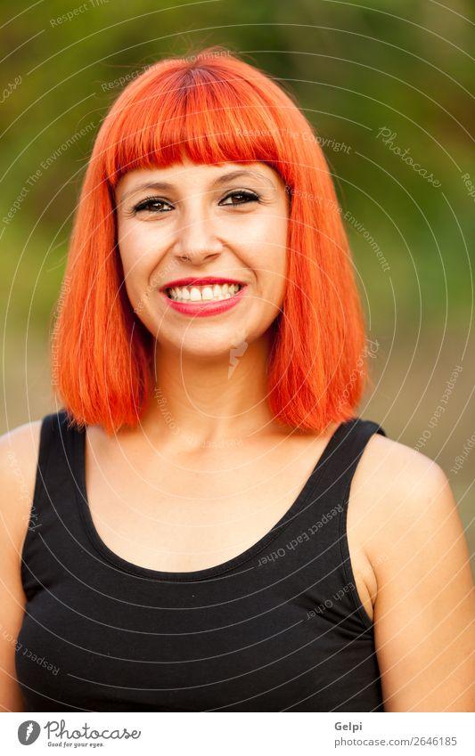 Porträt einer schönen Frau, die die Natur genießt. Lifestyle Stil Freude Glück Gesicht Wellness ruhig Ferien & Urlaub & Reisen Mensch Erwachsene Landschaft