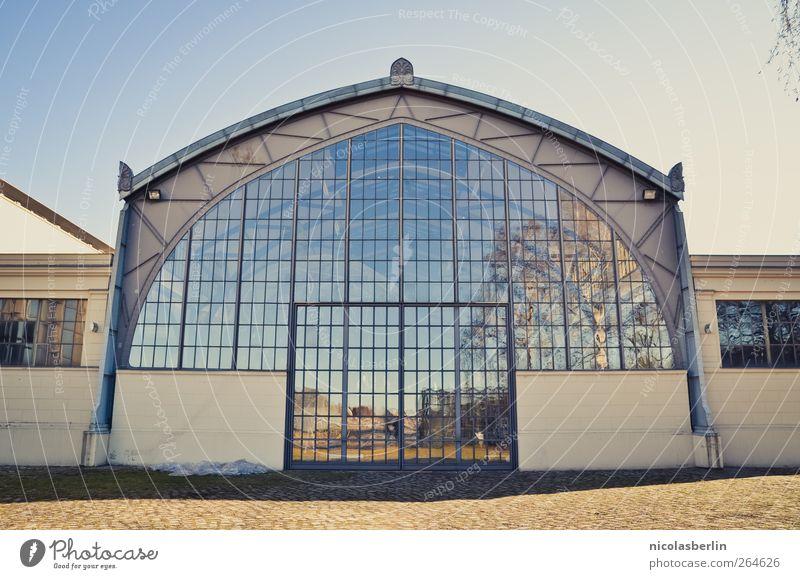 Sky inside blau Stadt Baum Haus Fenster Wand Architektur Garten Mauer Gebäude Innenarchitektur Tür Glas Fassade groß Platz