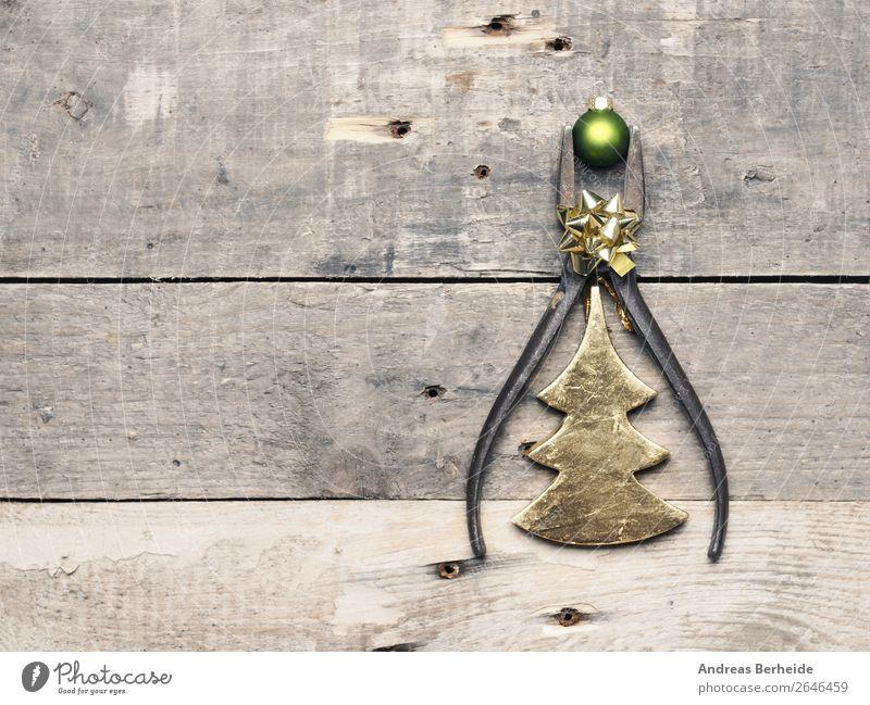 Old pliers with Christmas bauble Weihnachten & Advent retro Symbole & Metaphern Erwachsenenbildung Industriefotografie Tradition altehrwürdig Handwerk Quadrat