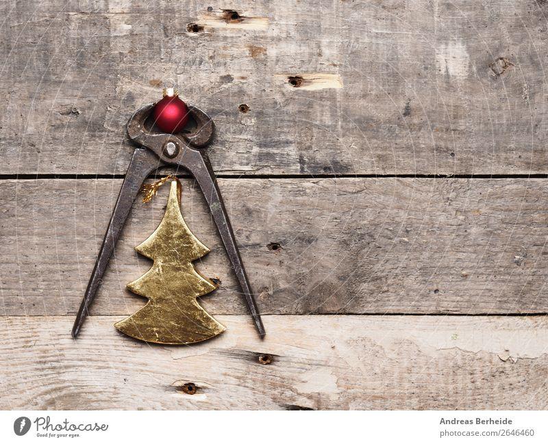Alte Zange mit Weihnachtsdekoration Weihnachten & Advent Holz Dekoration & Verzierung retro Symbole & Metaphern Erwachsenenbildung Industriefotografie Feiertag