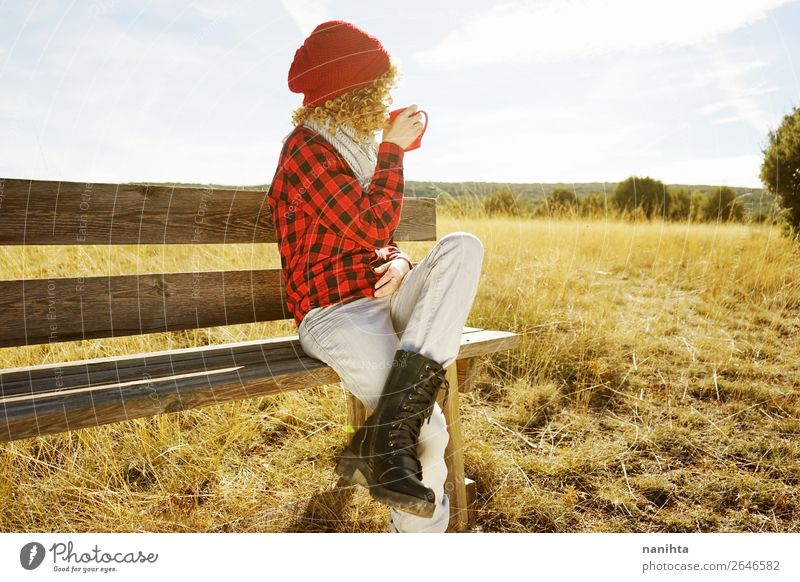 Frau Mensch Ferien & Urlaub & Reisen Jugendliche Junge Frau Sommer rot Erholung Einsamkeit ruhig Freude Ferne 18-30 Jahre Gesundheit Lifestyle Erwachsene