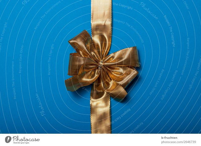 goldene Geschenkschleife auf blauem Hintergrund Feste & Feiern Verpackung Dekoration & Verzierung Schleife Neugier Überraschung Erwartung geheimnisvoll kaufen