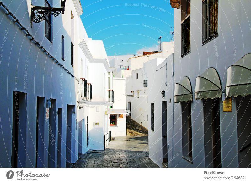 Andalusien Wolkenloser Himmel Sommer Schönes Wetter Dorf Haus Stadt blau weiß Stimmung Ferien & Urlaub & Reisen Farbfoto Außenaufnahme Menschenleer Tag Schatten