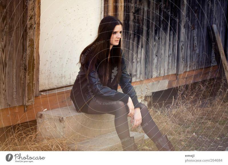 america feminin Junge Frau Jugendliche 1 Mensch 18-30 Jahre Erwachsene Mode Jacke Leder brünett langhaarig schön Farbfoto Außenaufnahme Tag Unschärfe