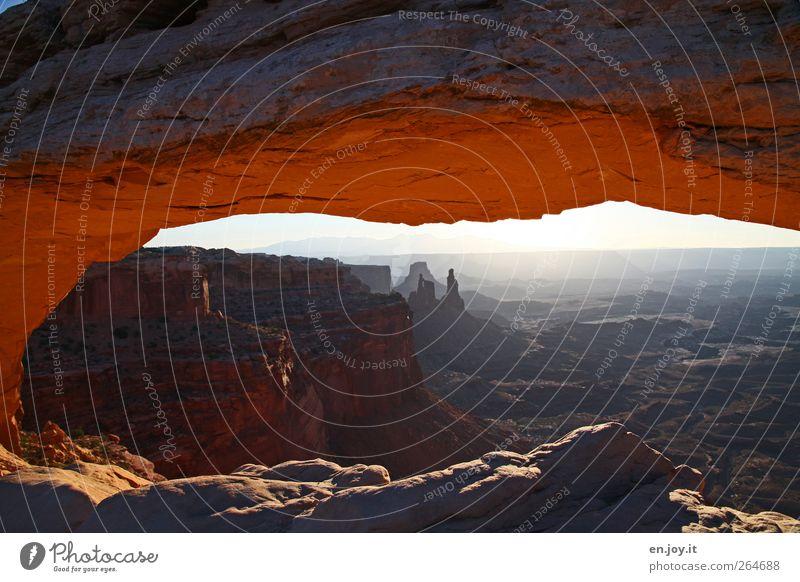 Durchblick Natur Ferien & Urlaub & Reisen rot Freude Ferne Landschaft Freiheit Glück braun Felsen außergewöhnlich Abenteuer Tourismus einzigartig USA Lebensfreude