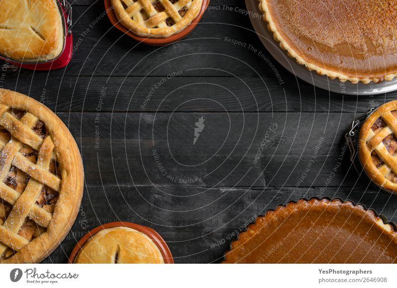 Verschiedene traditionelle Kuchen. Draufsicht mit Kopierbereich Dessert Süßwaren Tisch Küche Feste & Feiern Erntedankfest Holz außergewöhnlich süß viele schwarz