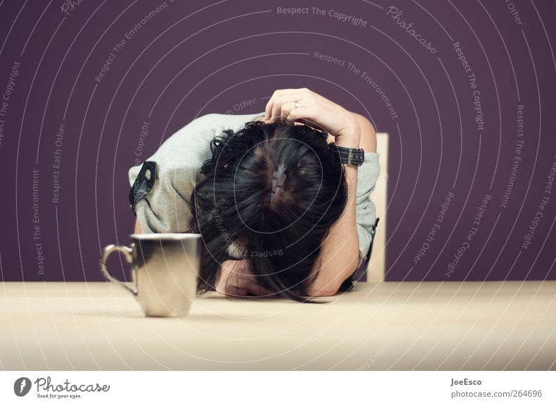 #264696 Frau Einsamkeit Erwachsene Erholung dunkel Traurigkeit Wohnung schlafen trist Kaffee Trauer violett Schmerz Tasse Müdigkeit Frühstück