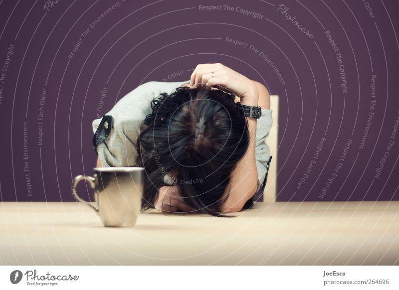 #264696 Frühstück Kaffee Tasse Wohnung Frau Erwachsene schwarzhaarig Erholung hängen schlafen Traurigkeit weinen dunkel trendy trist violett Trauer Liebeskummer