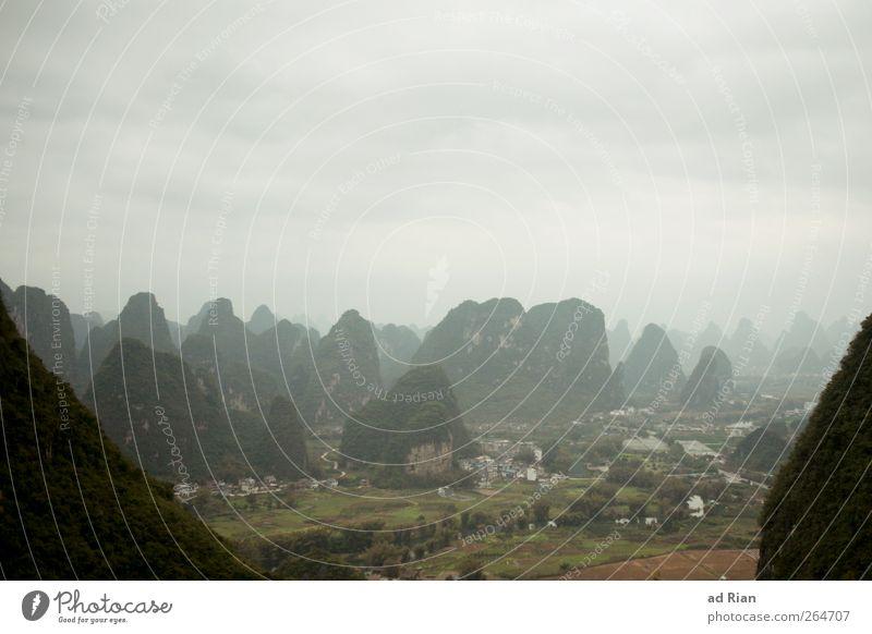 Karstland Natur Landschaft Wolken Hügel Felsen Berge u. Gebirge karstland karstlandschaft Gipfel Yangshuo China schön Farbfoto Textfreiraum oben Silhouette