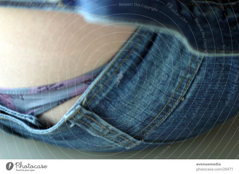 Verborgenes Frau Jugendliche Haut sitzen Jeanshose Hose Jacke Unterhose Frauenunterhose Tanga
