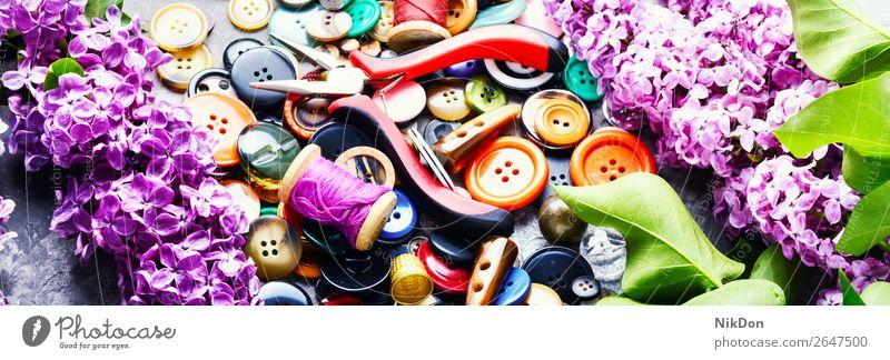 Werkzeuge für Handarbeit Fliederzweig Schaltfläche Herstellung Faser Nähen Handwerk Textil nähen Blume Fliederbusch Spule Garnspulen Frühling Damenschneiderei