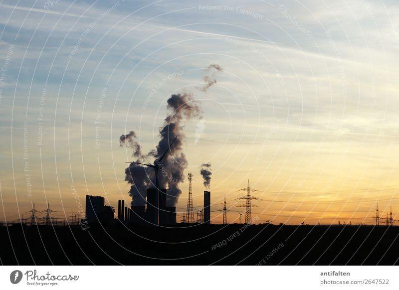 Ruhrpott Ausflug Ferne Umwelt Herbst Klimawandel Ruhrgebiet Deutschland Dorf Kleinstadt Stadtrand Gebäude Schmelzofen Industrieanlage Strommast Silhouette Abgas