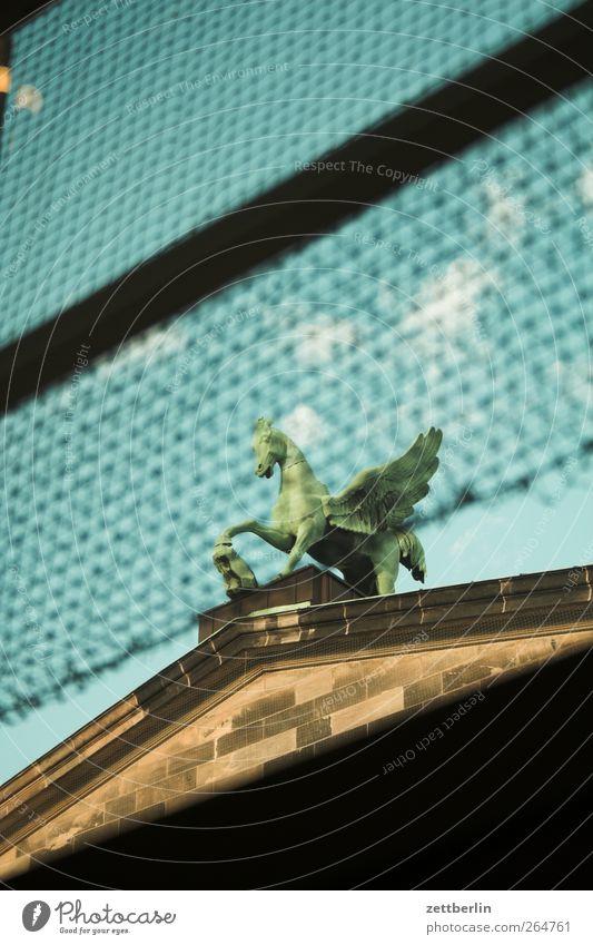Pegasus Stadt alt schön Haus Wand Architektur Autofenster Berlin Gebäude Mauer Fassade Musik Aussicht Kultur Bauwerk Wahrzeichen