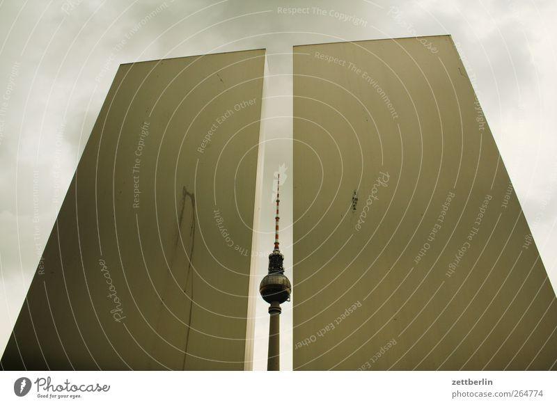 Lücke Architektur Gebäude Metallwaren Turm Bauwerk gut Wahrzeichen Denkmal Hauptstadt Stadtzentrum Sehenswürdigkeit Berliner Fernsehturm Stele Landschaftsformen
