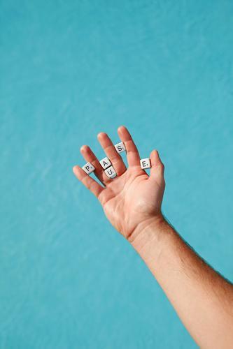#AS# Hand voll Pause blau Lifestyle Freiheit Freizeit & Hobby Körper Kreativität genießen Finger Zeichen Buchstaben Symbole & Metaphern Schwimmbad Erschöpfung