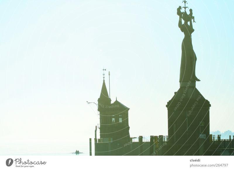 Imperia Mensch Wasser Ferne Bauwerk Seeufer Schifffahrt Ruderboot Hafenstadt