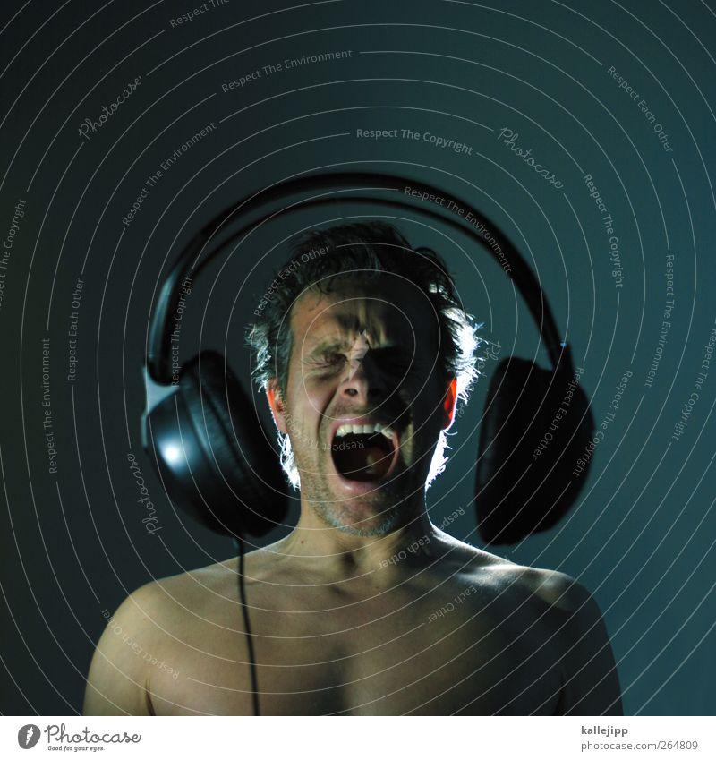 da fliegt mir doch das blech weg Mensch Musik Körper Haut groß maskulin Kabel Technik & Technologie hören schreien Rockmusik Lautsprecher Kopfhörer singen laut