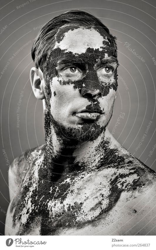 Verfall Kaffee Mensch maskulin Junger Mann Jugendliche 18-30 Jahre Erwachsene Skulptur kurzhaarig alt Traurigkeit dehydrieren dreckig dunkel stark Ehre Kraft