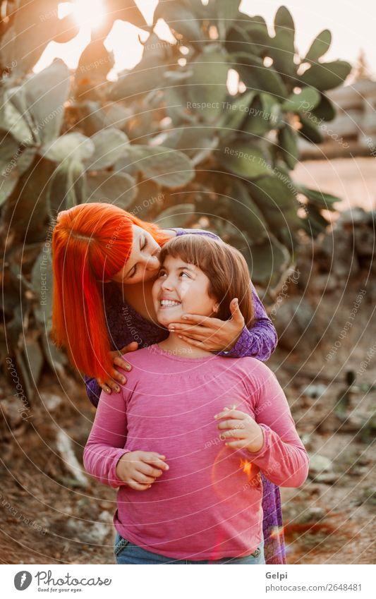 Rothaarige Mutter und ihre Tochter Lifestyle Freude Glück schön Spielen Sommer Kindererziehung Frau Erwachsene Eltern Familie & Verwandtschaft Kindheit Park