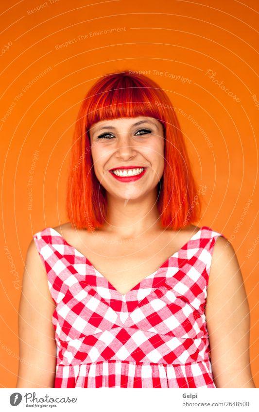 Rothaarige Frau mit rotem kariertem Kleid Lifestyle Stil Freude Glück schön Haare & Frisuren Gesicht Wellness Sommer Mensch Erwachsene Mode Lächeln Coolness