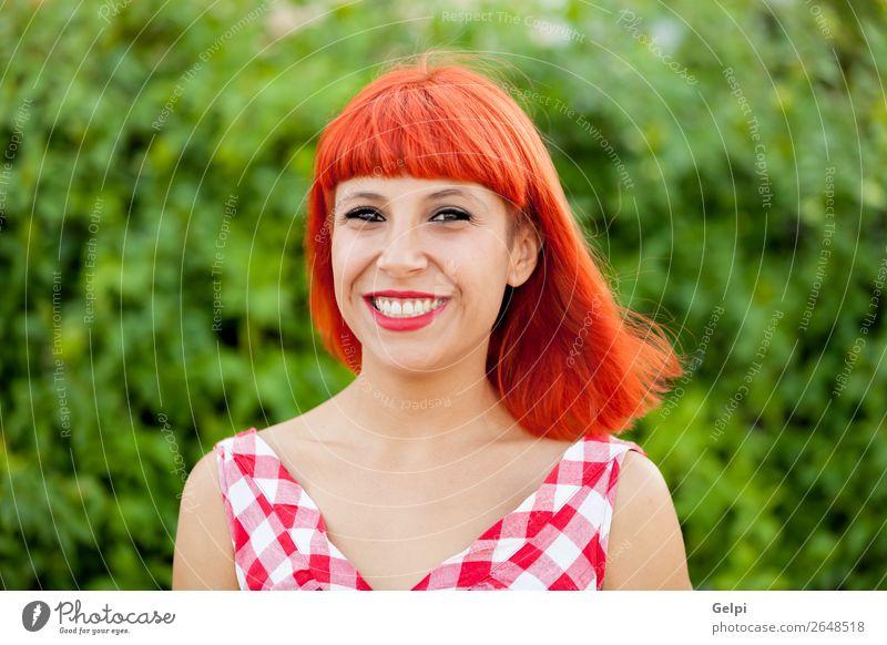 Rothaarige hübsche Frau Lifestyle Stil Freude Glück schön Haare & Frisuren Gesicht Wellness Windstille Sommer Mensch Erwachsene Park Mode Kleid Lächeln Erotik