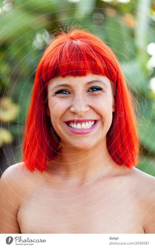 Schönes Porträt eines rothaarigen Mädchens Lifestyle Stil Freude Glück schön Haare & Frisuren Haut Gesicht Wellness Sommer Mensch Frau Erwachsene Natur Pflanze