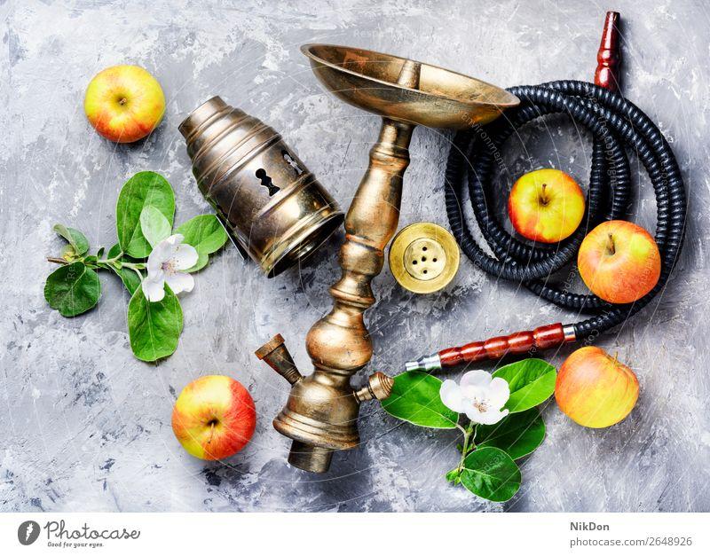 Wasserpfeife mit Apfel Wasserpfeifenrauch Tabak kalianisch Rauch shisha Osten Erholung Frucht Blüte arabisch Mundstück Röhren Stil Türkisch Shisha rauchen