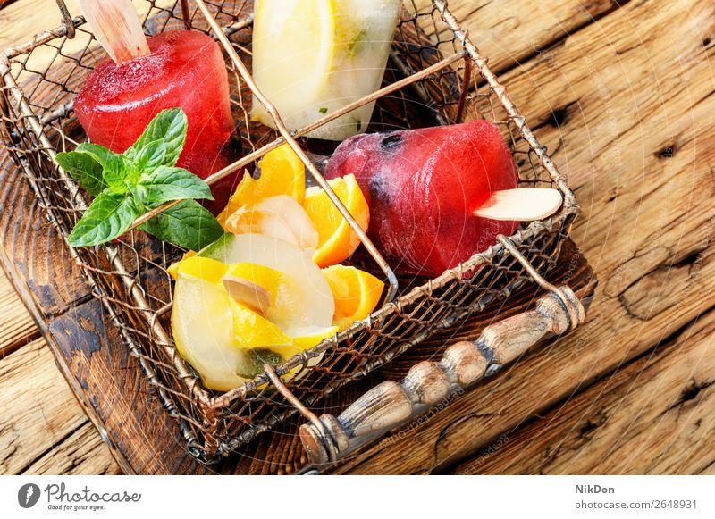 Eiscreme-Eis am Stiel Stieleis Lebensmittel Vanille Dessert süß Sommer Sahne gefroren Frucht Snack Geschmack selbstgemacht Beeren kleben Kies Erdbeeren