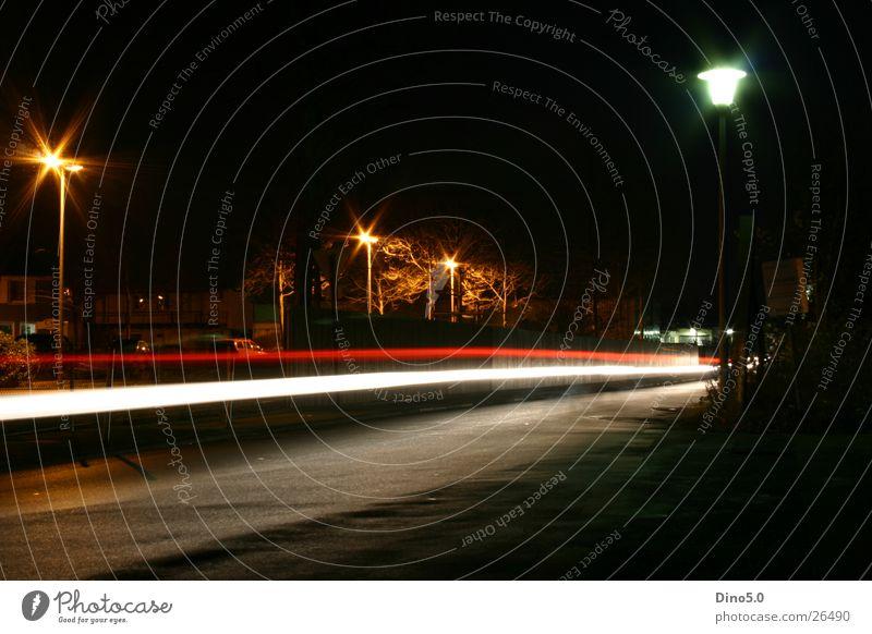 Nightshot No.4 Nacht Lampe Licht Laterne weiß rot Zaun Langzeitbelichtung Straße