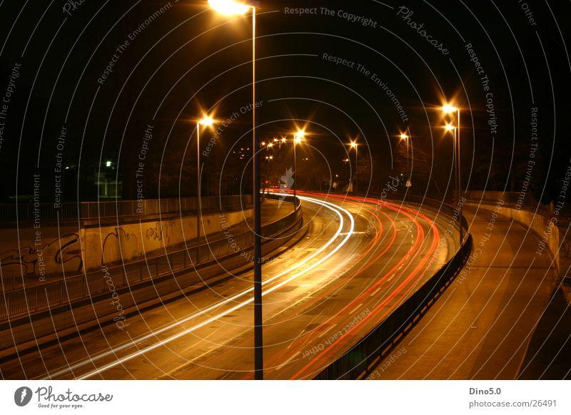 Nightshot No.2 Nacht Lampe Licht Laterne weiß Langzeitbelichtung Straße Graffiti Kurve Geländer