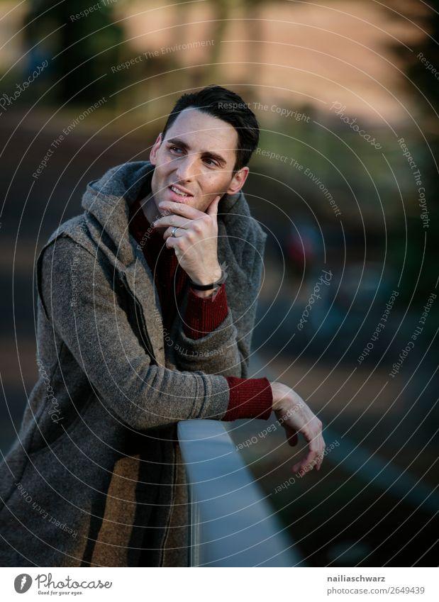 Porträt eines jungen Mannes elegant Erholung ruhig Ferien & Urlaub & Reisen Tourismus Winter Weihnachten & Advent Mensch maskulin Junger Mann Jugendliche