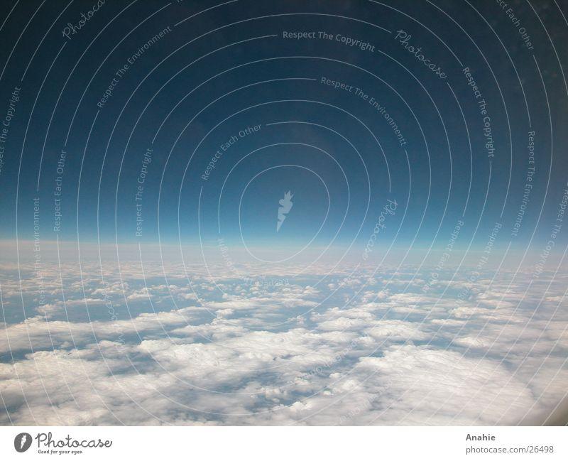 Über den Wolken Himmel blau Ferne Horizont Luftverkehr