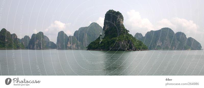 Halong Bay, Vietnam Natur Wasser Ferien & Urlaub & Reisen Pflanze Meer ruhig Ferne Erholung Umwelt Landschaft Leben Berge u. Gebirge Freiheit Küste