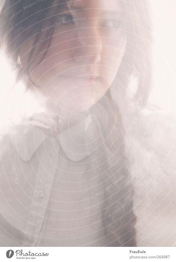 shelter me Mensch Jugendliche Erwachsene feminin Haare & Frisuren Angst elegant natürlich ästhetisch Junge Frau 18-30 Jahre Sicherheit brünett Zopf