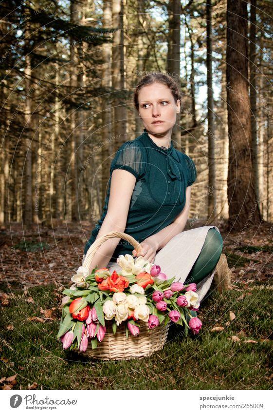 Springtime (2) Mensch feminin Junge Frau Jugendliche 1 18-30 Jahre Erwachsene Landschaft Frühling Wald beobachten berühren träumen braun grün Warmherzigkeit