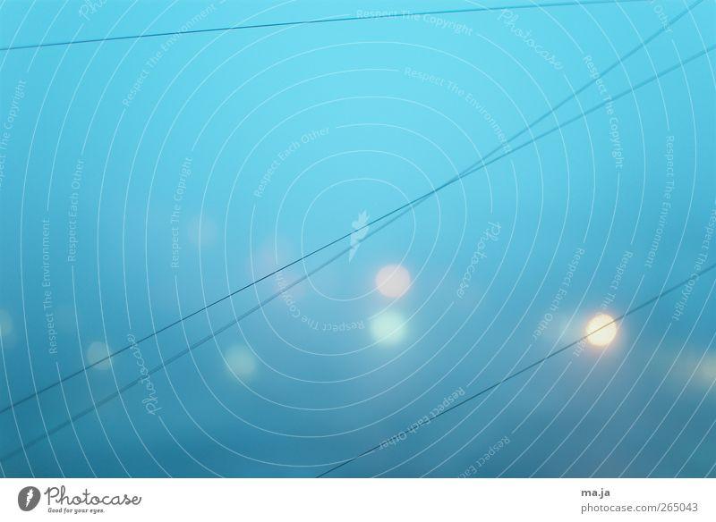 nebbione (Am Fenster 3) Nebel kalt blau mehrfarbig gelb grün diagonal Farbfoto Außenaufnahme Menschenleer Morgendämmerung Unschärfe