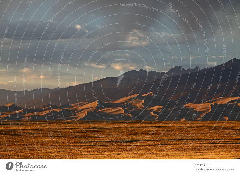 Windberge Himmel Natur blau Ferien & Urlaub & Reisen Wolken Landschaft Berge u. Gebirge Sand Stimmung braun gold außergewöhnlich Abenteuer Tourismus