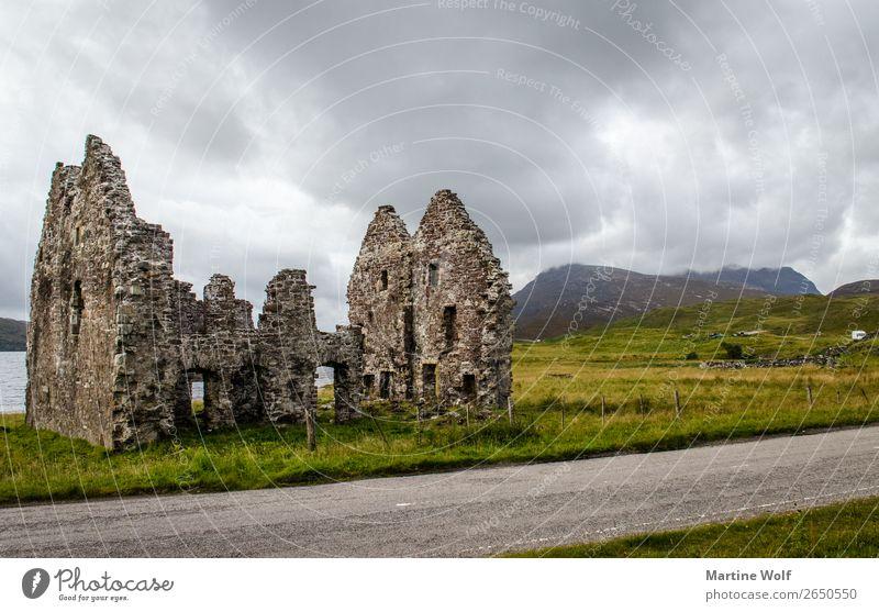 ruiniert Wolken Berge u. Gebirge Highlands Schottland Großbritannien Europa Ruine Ferien & Urlaub & Reisen Verfall Vergänglichkeit Loch Assynt Farbfoto