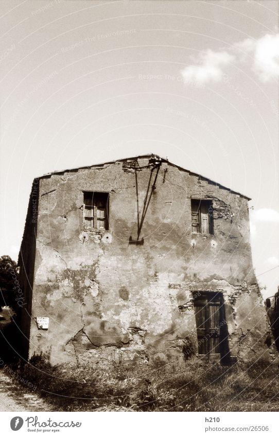 haus.italien2 Haus Gebäude verfallen Architektur alt Schwarzweißfoto Perspektive