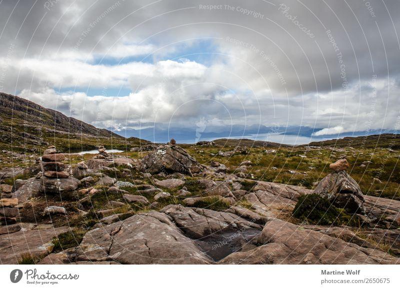 let it rock Umwelt Natur Landschaft Wolken Wetter Hügel Felsen Berge u. Gebirge Highlands Applecross Schottland Großbritannien Europa wild Einsamkeit abgelegen