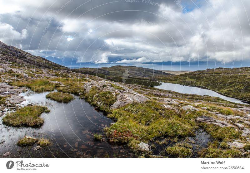 Applecross 2 Umwelt Natur Landschaft Hügel Felsen Berge u. Gebirge Highlands Teich Großbritannien Schottland Europa wild Einsamkeit abgelegen Wildheit Farbfoto